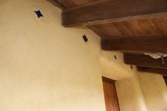 Posibilidad de colocar baldosas ornamentales en la capa final de revoque